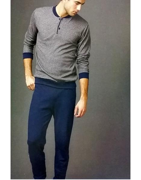 Mai più senza un pigiama da uomo! Ancora indeciso sull'underwear perfetto per te? Ammira la nostra collezione di pigiami da uomo e interpreta le tue notti con stile! Ad esempio, quello di un pigiama in jersey con camicia e pantaloni lunghi, impreziositi da bordi a contrasto.